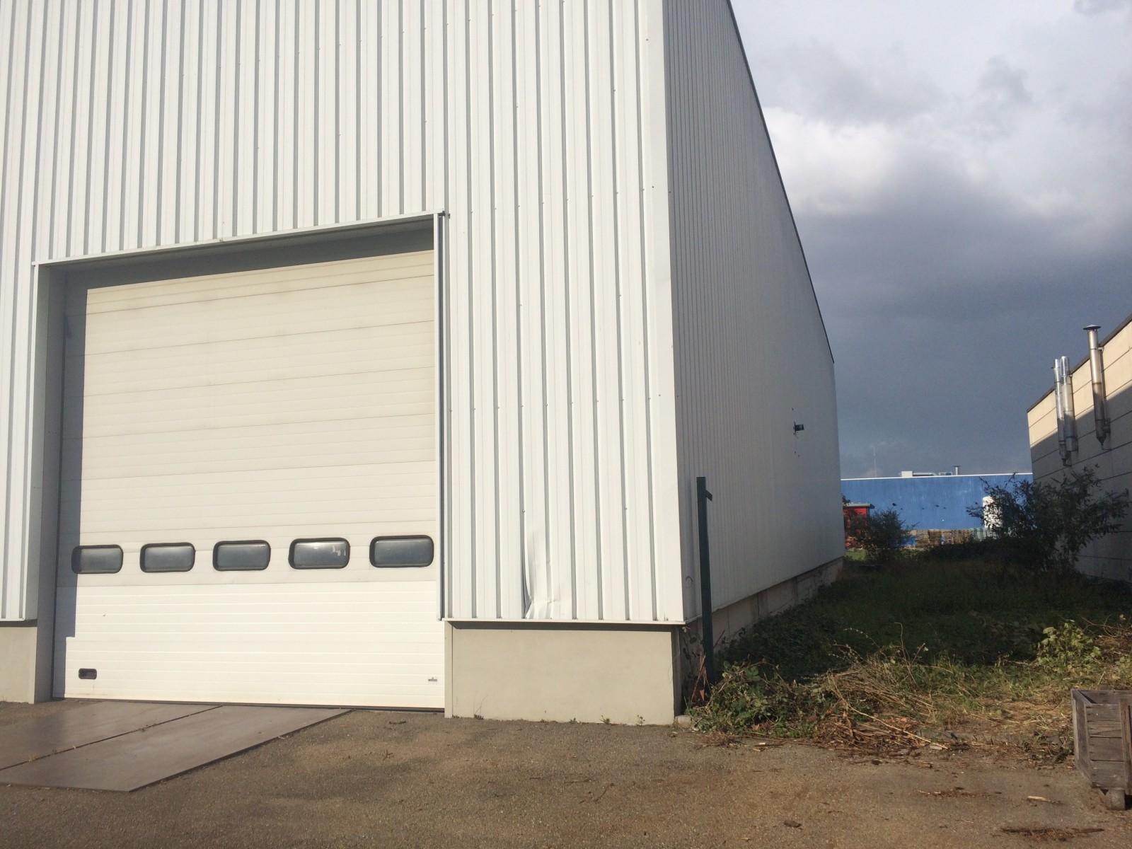 DEPÖT 700 m² + BUREAUX 75 m² (FONCIER 25 ares) - COLMAR