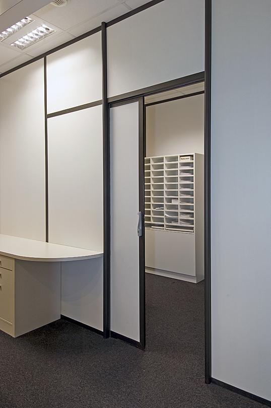 Atypik installateur de cloison amovible et d montable aluminium pour bureau for Porte coulissante isophonique